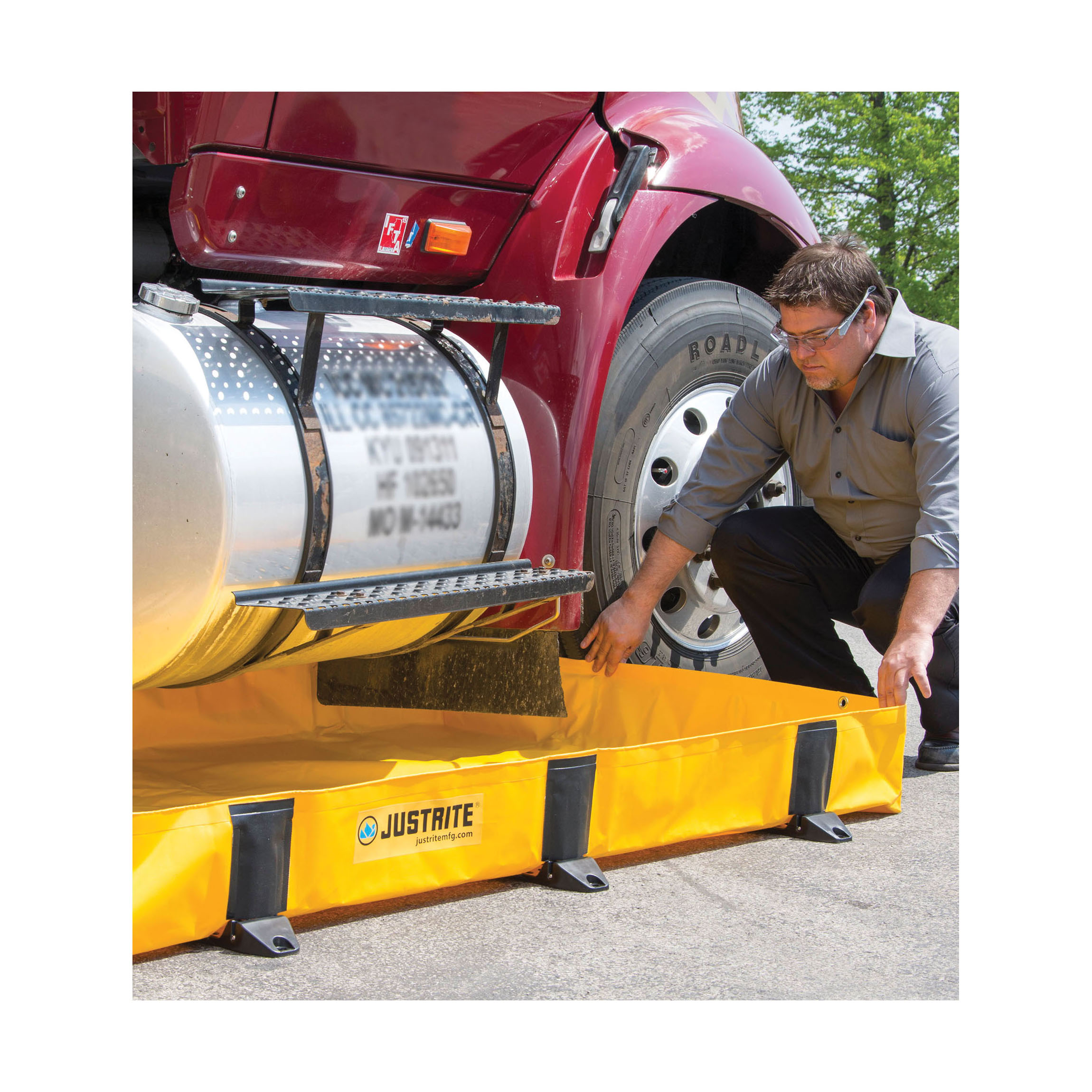Justrite® 28376 Rigid-Lock QuickBerm® Lite Spill Containment Berm, 8 ft L x 8 ft W x 8 in H, EnGuard™ I/PVC Coated Fabric