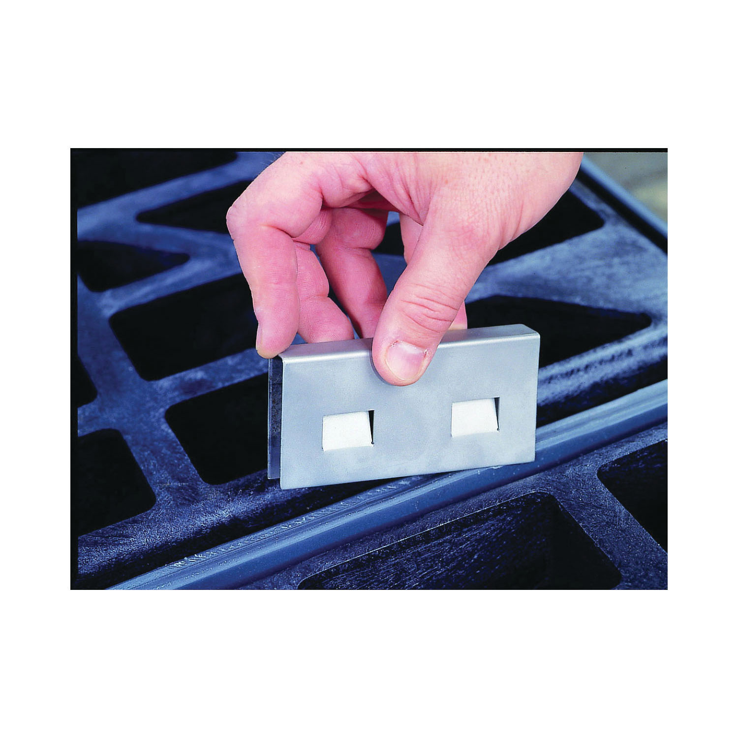 Justrite® 28926 Joining Clip, For Use With EcoPolyBlend™ Accumulation Centers, 4 in H x 2 in W, Stainless Steel, Silver